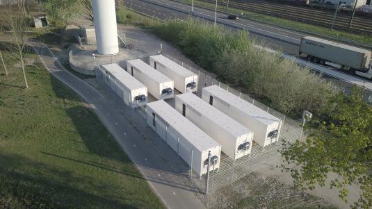 Grootste batterij bij windpark in Nederland in gebruik genomen