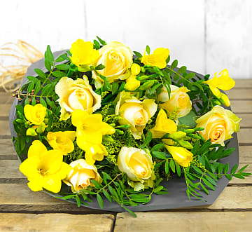 Free flower delivery on Rose and Freesia