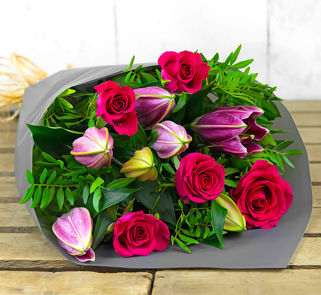 Free flower delivery on Roses and Lilies