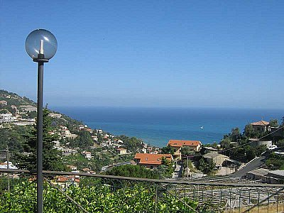 Image 1   4 bedroom villa for sale with 1,500m2 of land, Ospedaletti, Imperia, Liguria 108678
