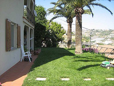 Image 2   4 bedroom villa for sale with 1,500m2 of land, Ospedaletti, Imperia, Liguria 108678