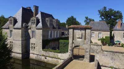 Image 4   Charming Loire Chateau for Sale with 10 bedrooms near Tour 187257
