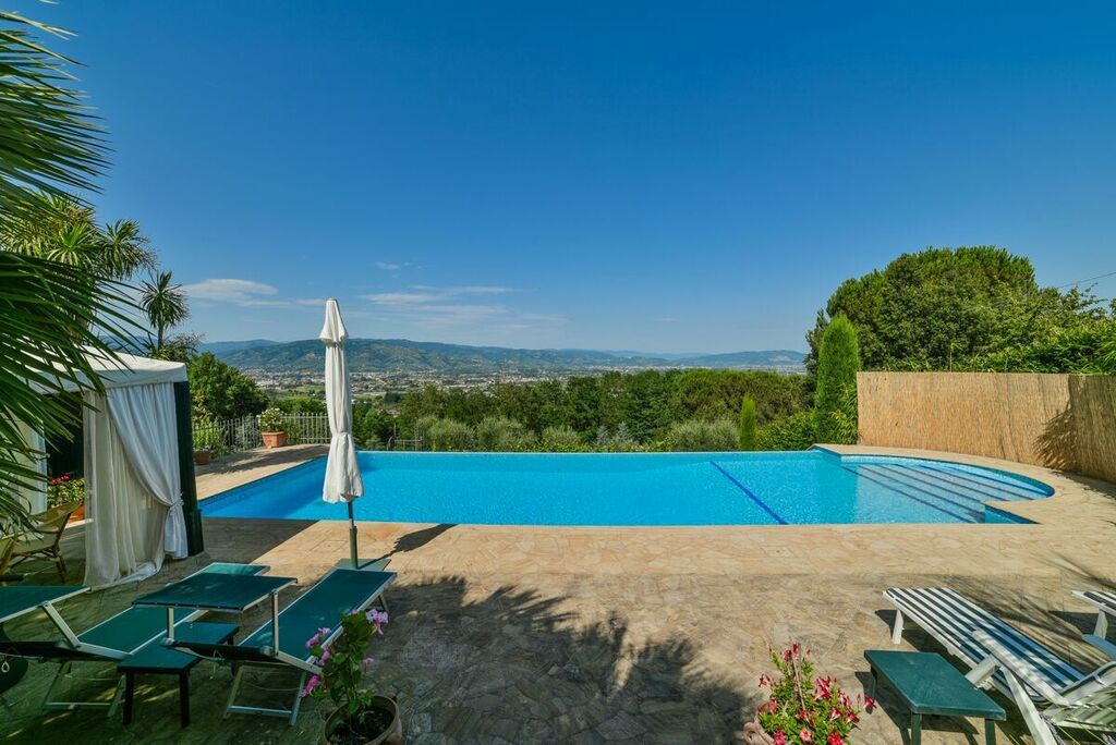 Image 12   6 bedroom villa for sale with 1.4 hectares of land, Montecarlo, Lucca, Tuscany 188274