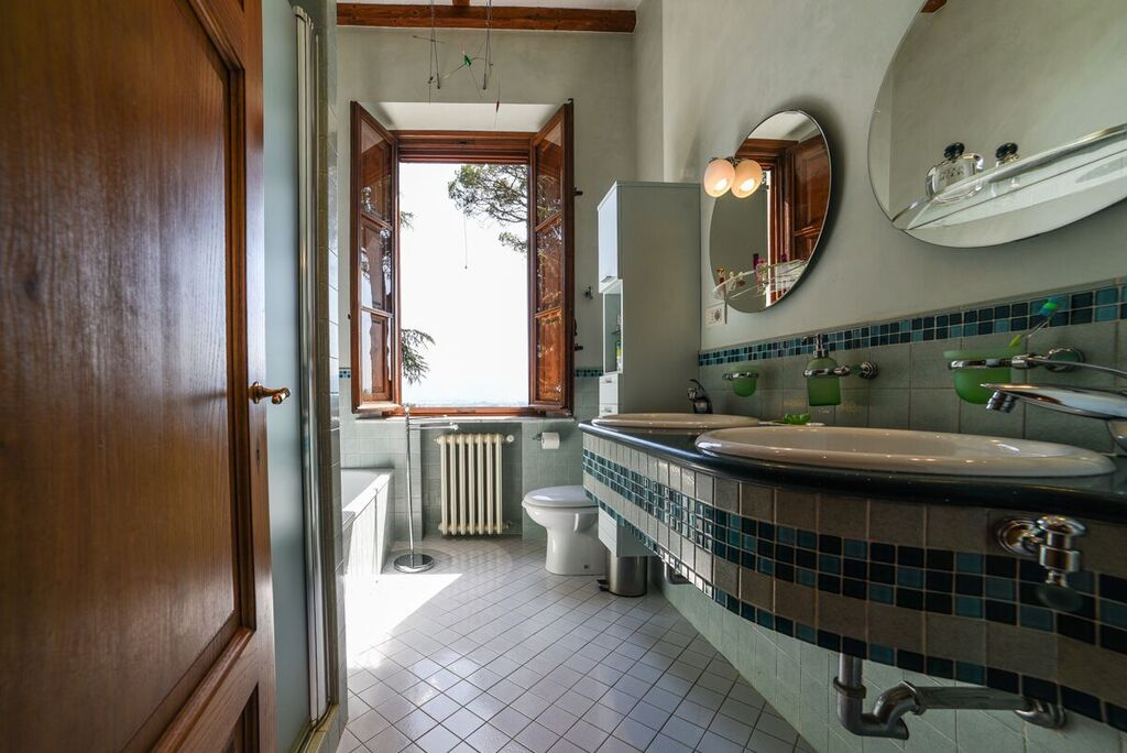 Image 9   6 bedroom villa for sale with 1.4 hectares of land, Montecarlo, Lucca, Tuscany 188274