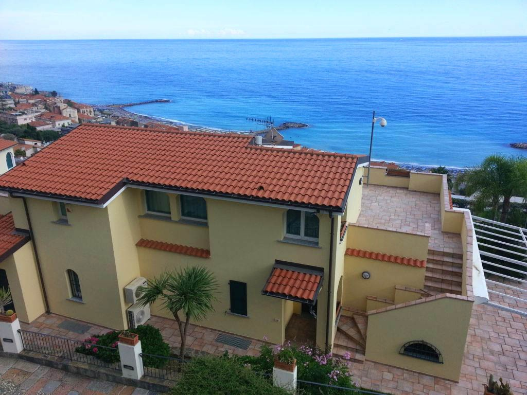 Image 1 | 4 bedroom villa for sale with 0.25 hectares of land, Ospedaletti, Imperia, Liguria 194924