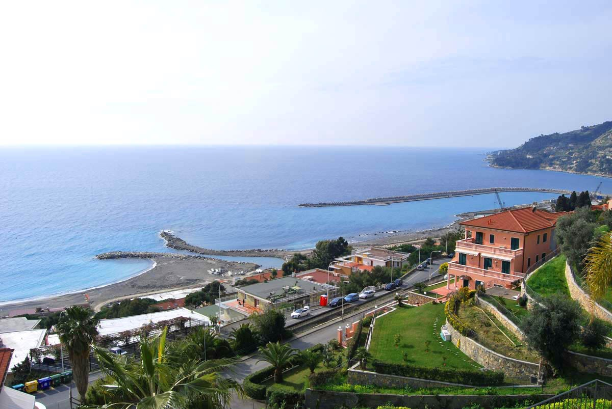 Image 2 | 4 bedroom villa for sale with 0.25 hectares of land, Ospedaletti, Imperia, Liguria 194924