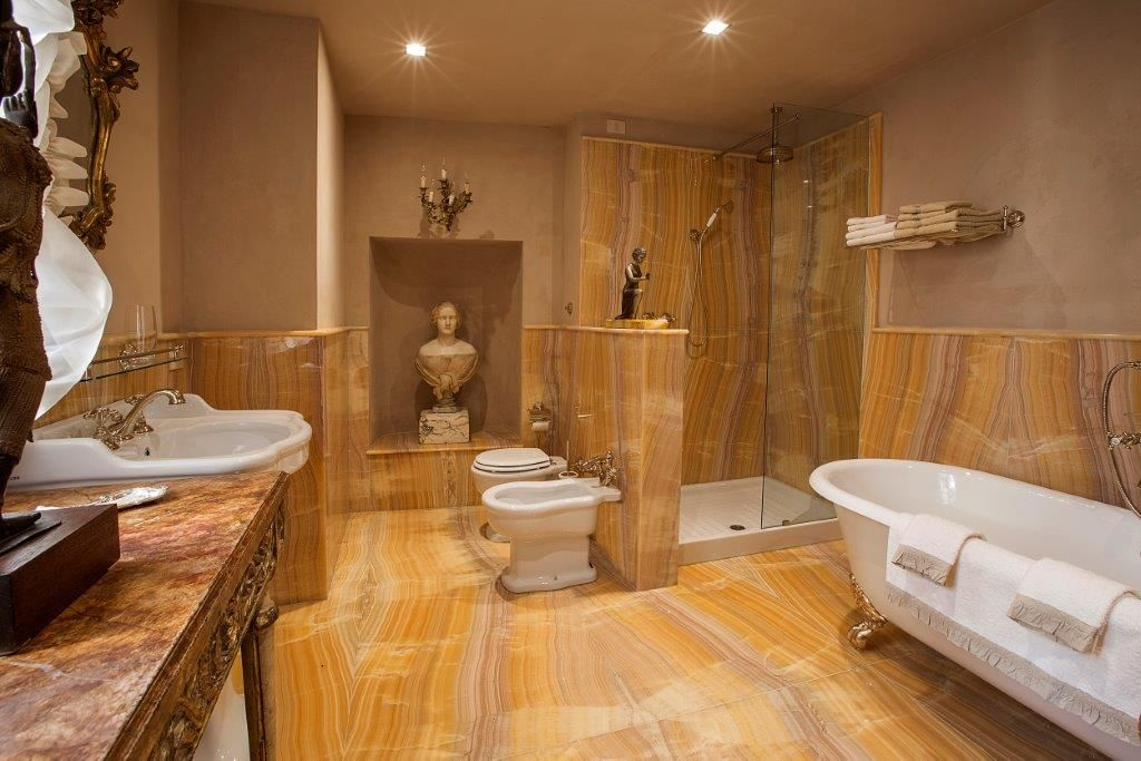 Image 16   Magnificent 6 bedroom apartment for sale in a palace in the heart of Cortona   195745