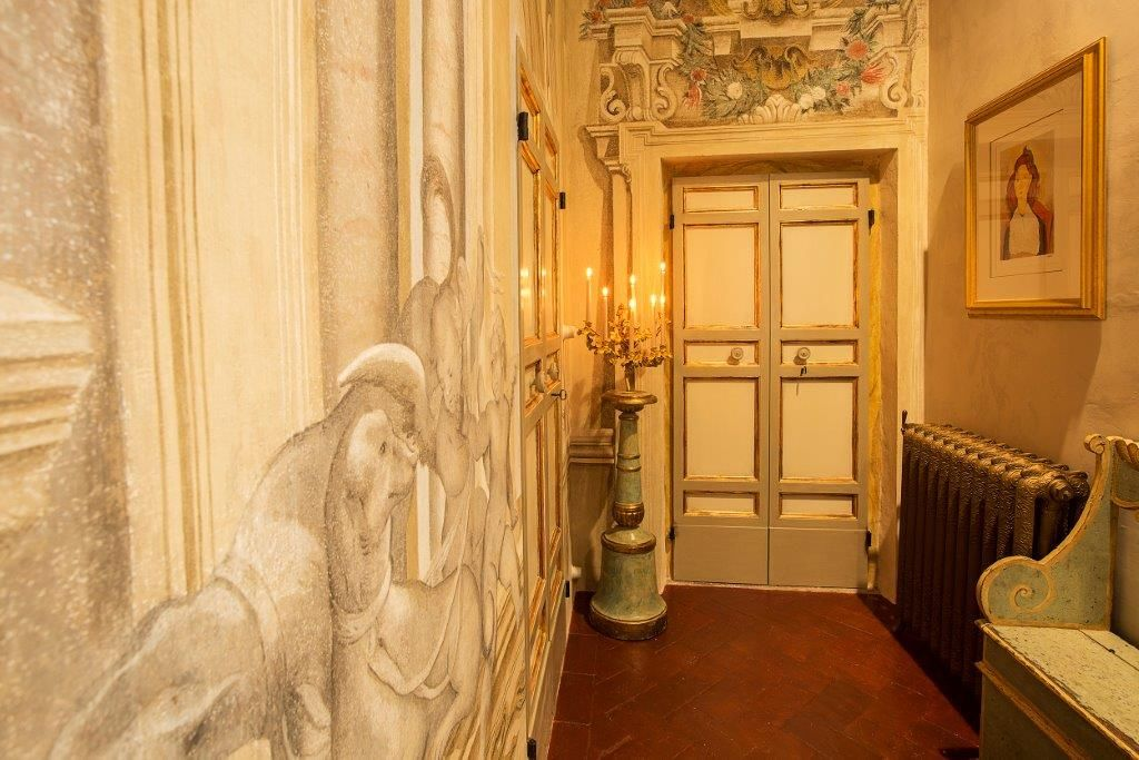 Image 2   Magnificent 6 bedroom apartment for sale in a palace in the heart of Cortona   195745