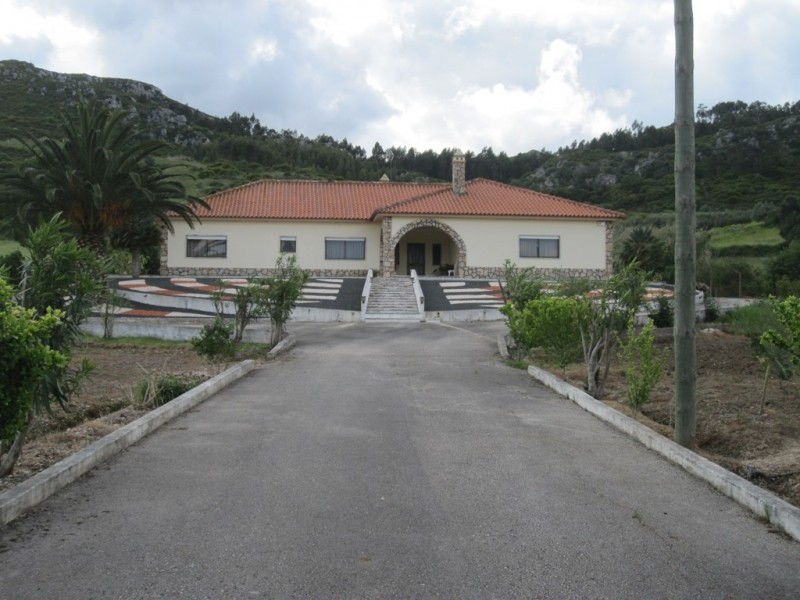 Image 1   4 bedroom villa for sale with 0.6 hectares of land, Cadaval, Lisbon District, Costa de Prata Silver Coast 196233