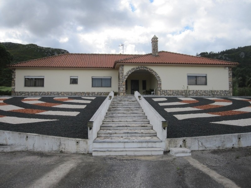 Image 2   4 bedroom villa for sale with 0.6 hectares of land, Cadaval, Lisbon District, Costa de Prata Silver Coast 196233