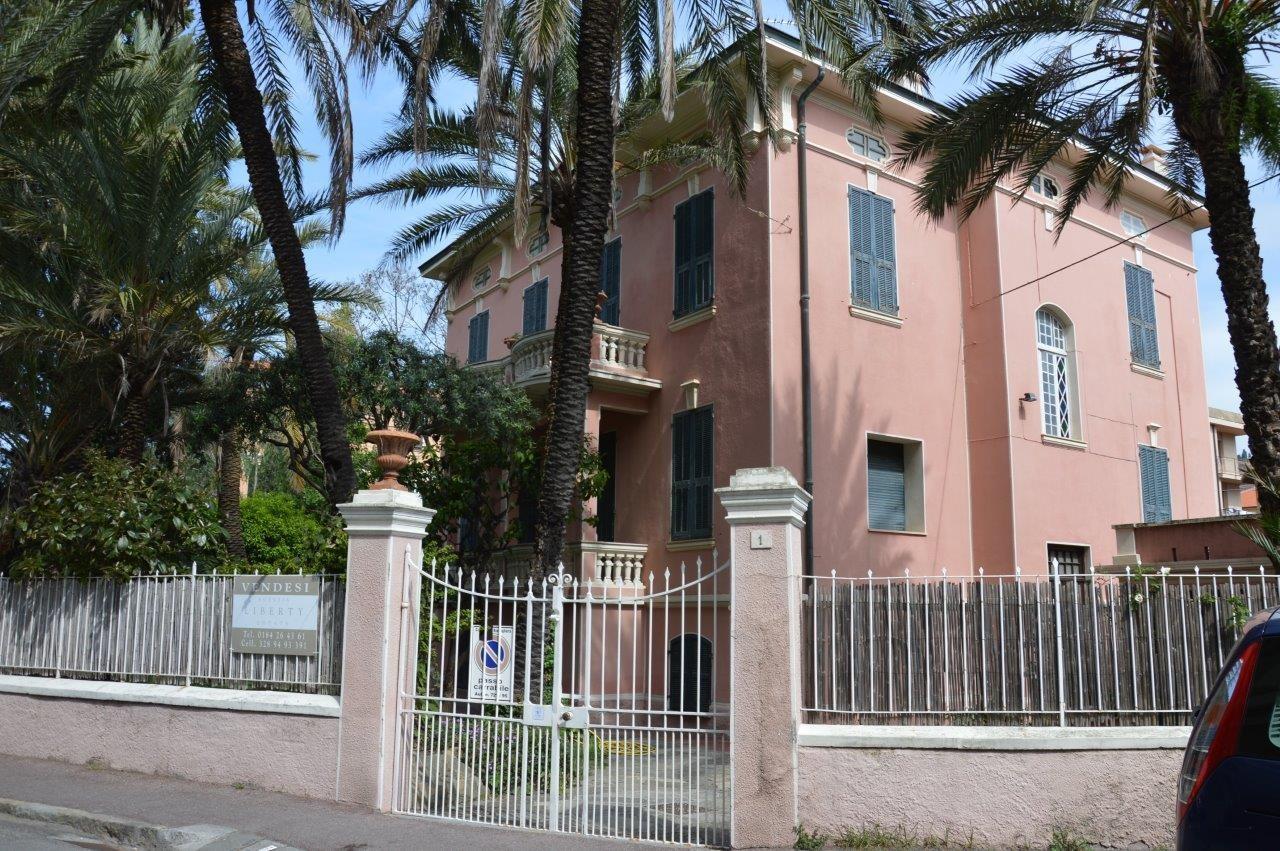 Image 2 | 5 bedroom villa for sale with 1,000m2 of land, Bordighera, Imperia, Liguria 196701