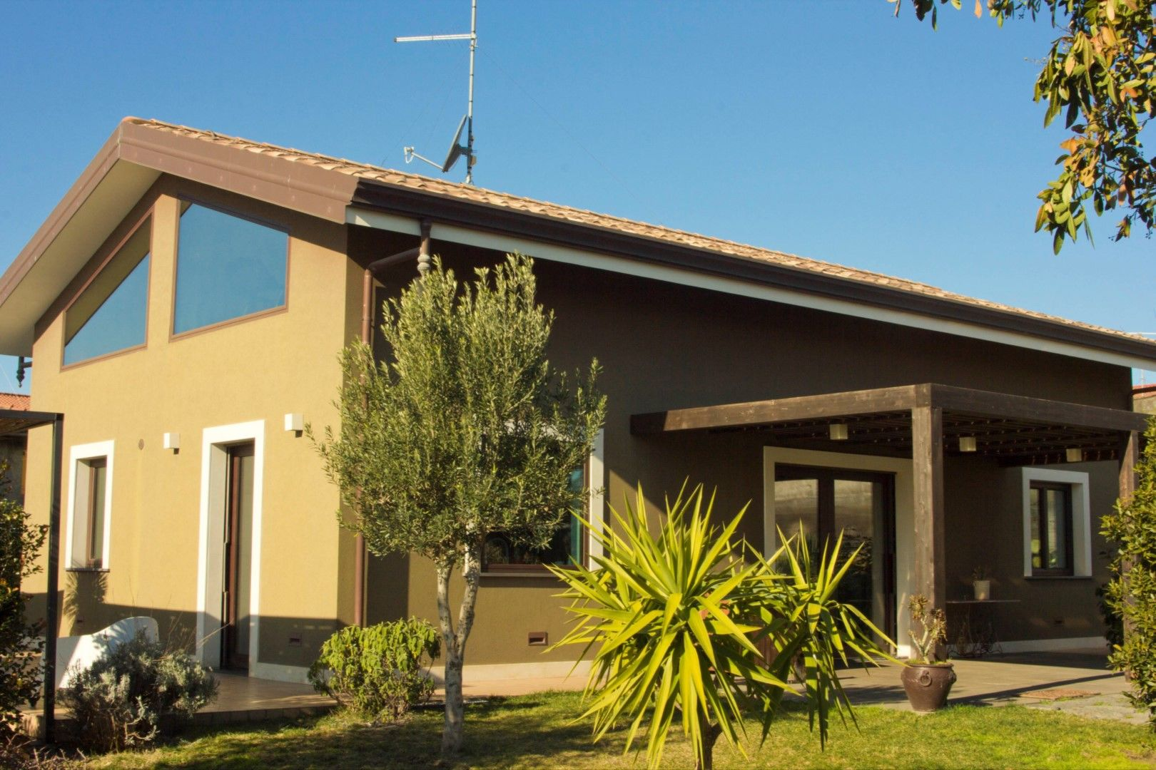 Image 1 | 2 bedroom villa for sale with 1,150m2 of land, Mascalucia, Catania, Sicily 197275