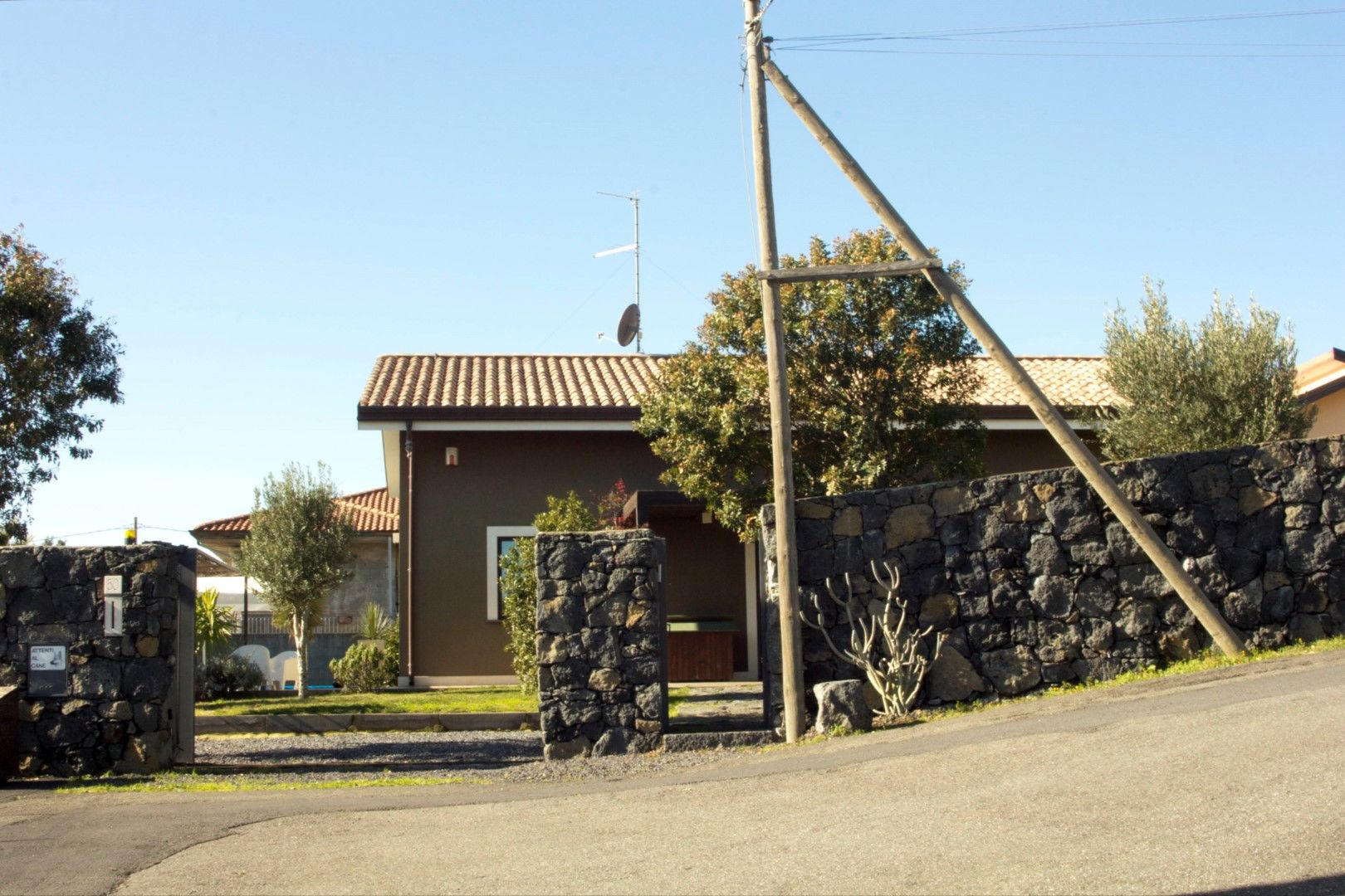 Image 26 | 2 bedroom villa for sale with 1,150m2 of land, Mascalucia, Catania, Sicily 197275
