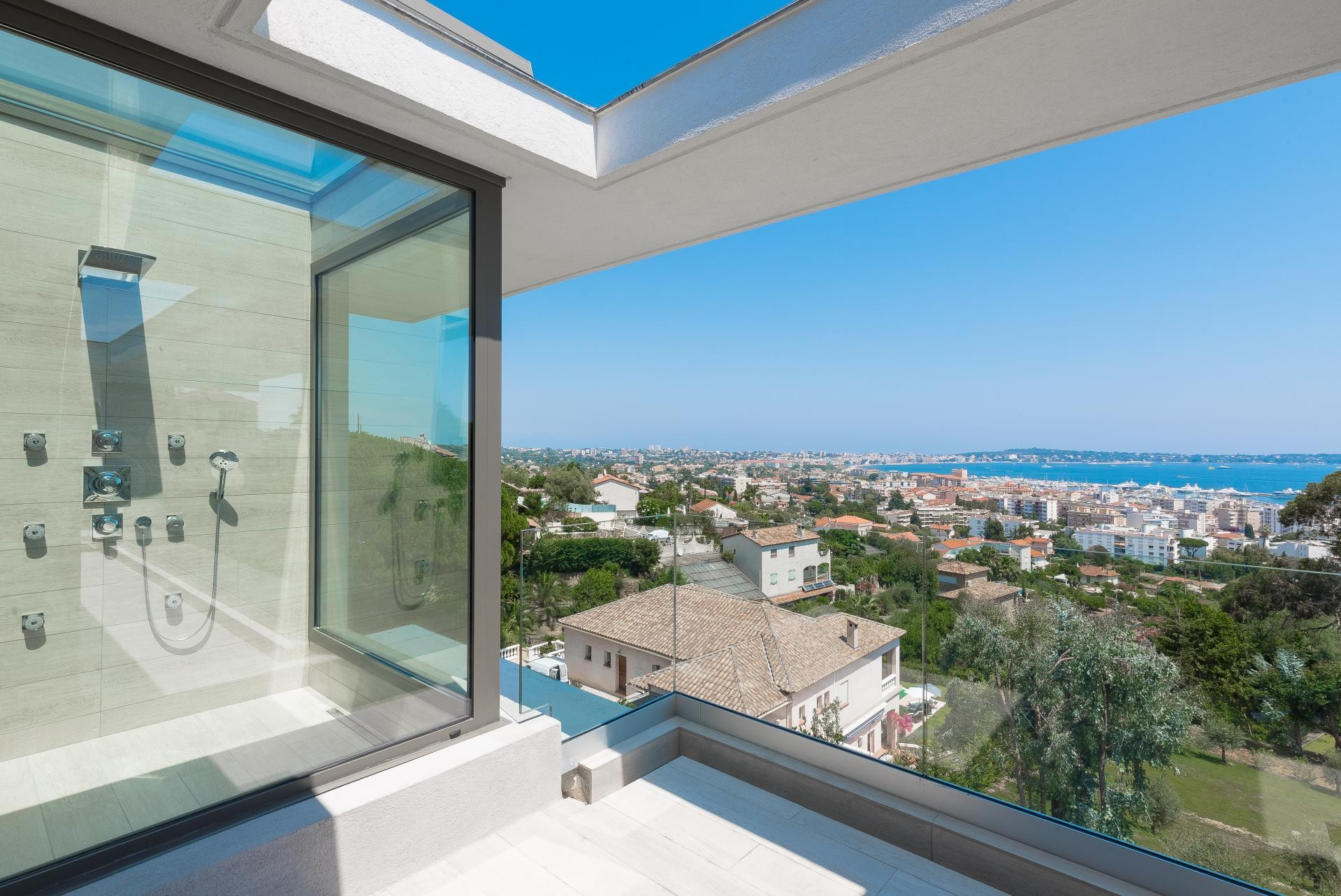 Image 12   7 bedroom house for sale with 0.45 hectares of land, Golfe Juan, Antibes Juan les Pins, French Riviera 197529