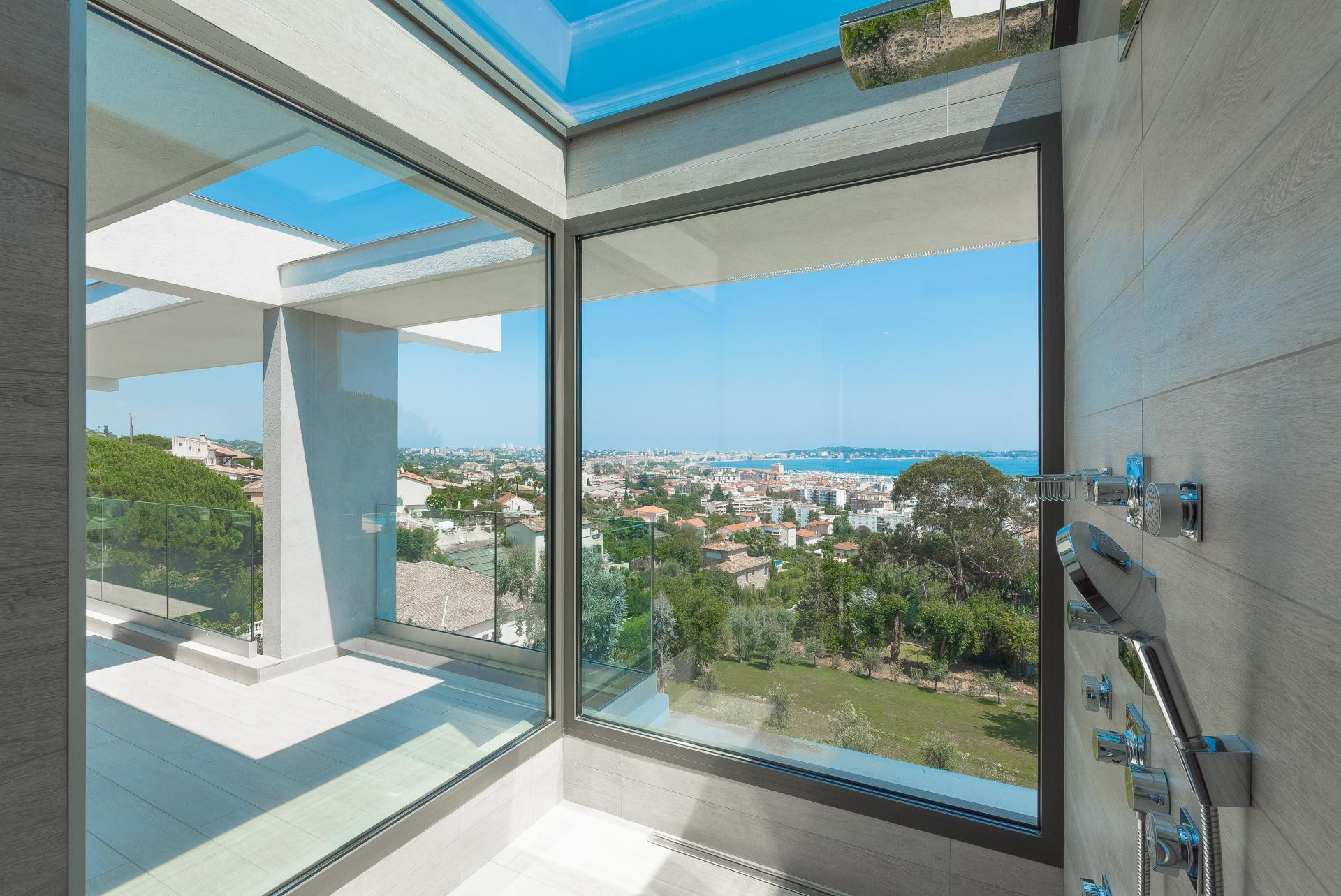 Image 16   7 bedroom house for sale with 0.45 hectares of land, Golfe Juan, Antibes Juan les Pins, French Riviera 197529