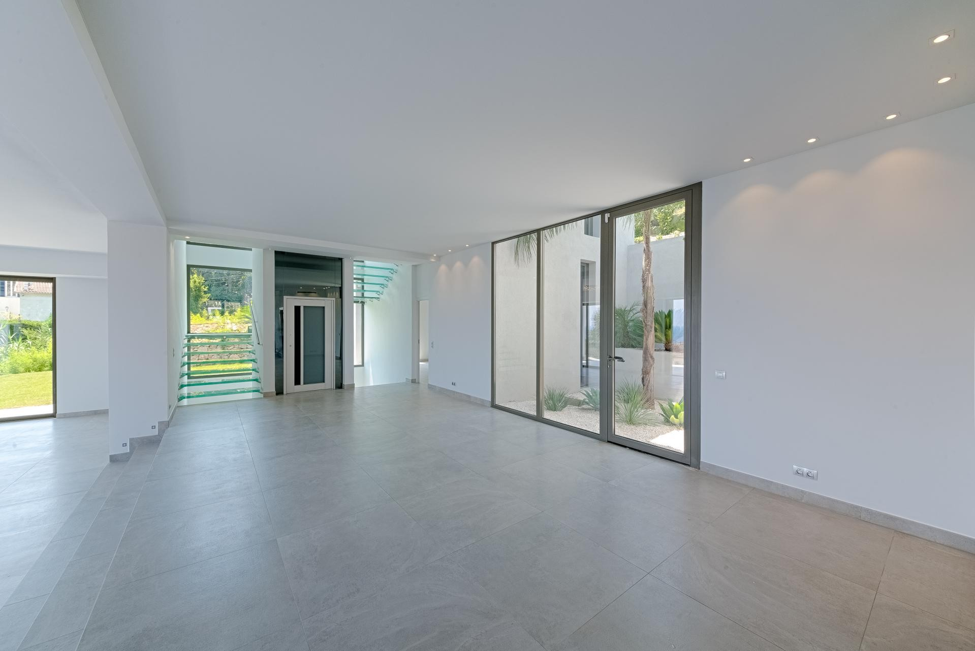 Image 20   7 bedroom house for sale with 0.45 hectares of land, Golfe Juan, Antibes Juan les Pins, French Riviera 197529