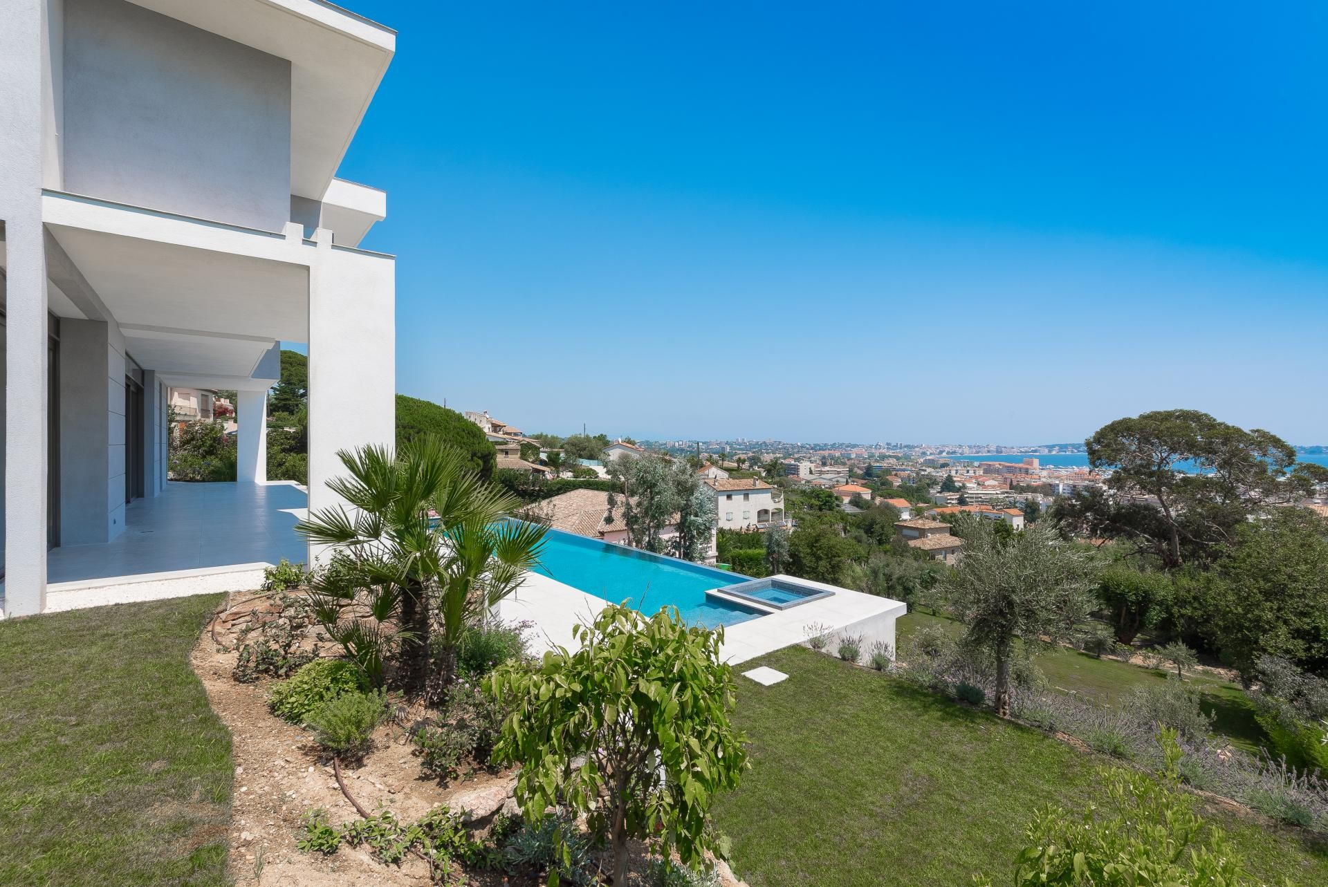 Image 5   7 bedroom house for sale with 0.45 hectares of land, Golfe Juan, Antibes Juan les Pins, French Riviera 197529