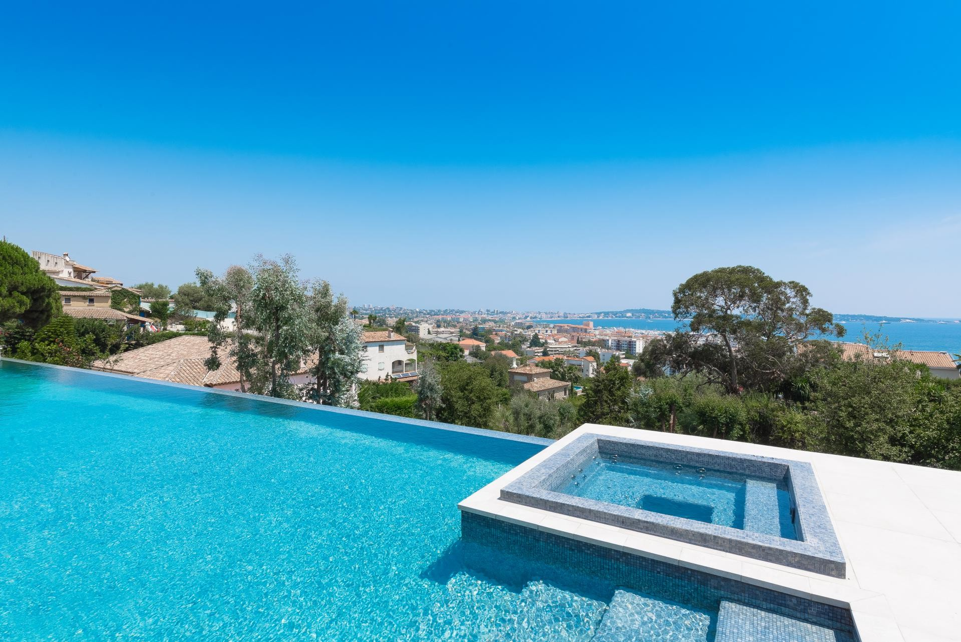 Image 8   7 bedroom house for sale with 0.45 hectares of land, Golfe Juan, Antibes Juan les Pins, French Riviera 197529