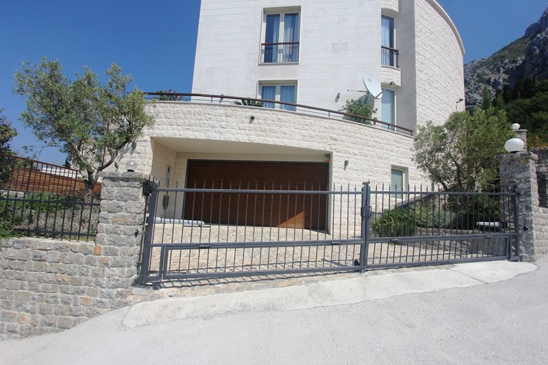 Image 5 | 4 bedroom villa for sale with 860m2 of land, Blizikuce, Budva, Coastal Montenegro 199760