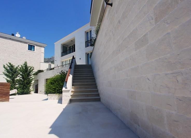 Image 6 | 4 bedroom villa for sale with 860m2 of land, Blizikuce, Budva, Coastal Montenegro 199760