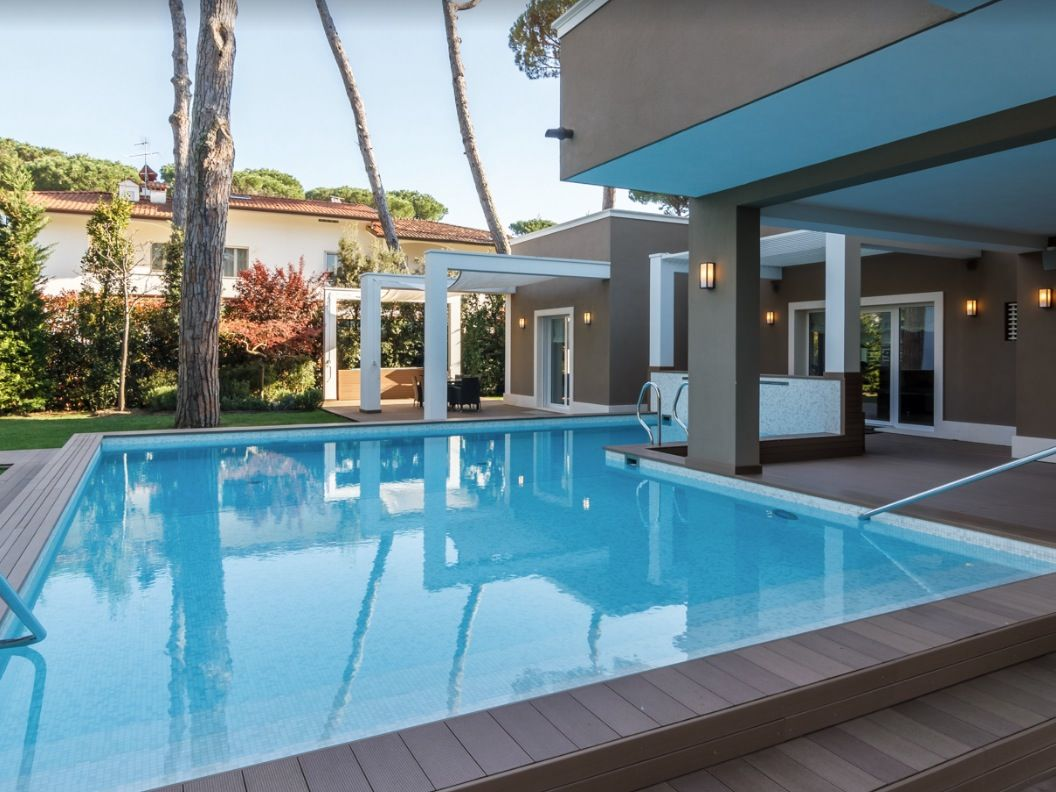 Image 6 | 8 bedroom villa for sale with 1,540m2 of land, Forte dei Marmi, Lucca, Tuscany 200386