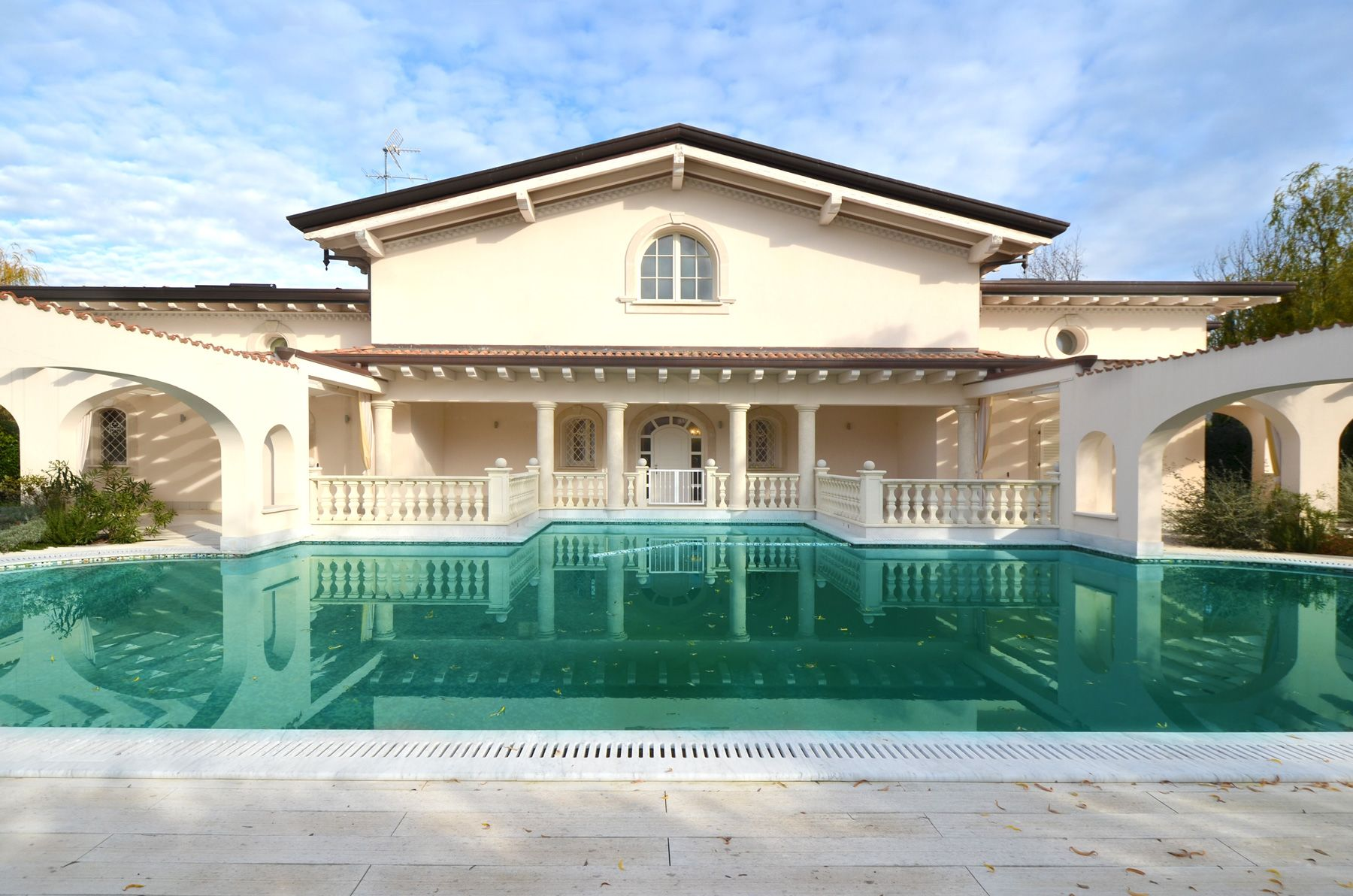 Image 1 | 7 bedroom villa for sale with 1,400m2 of land, Forte dei Marmi, Lucca, Tuscany 200509