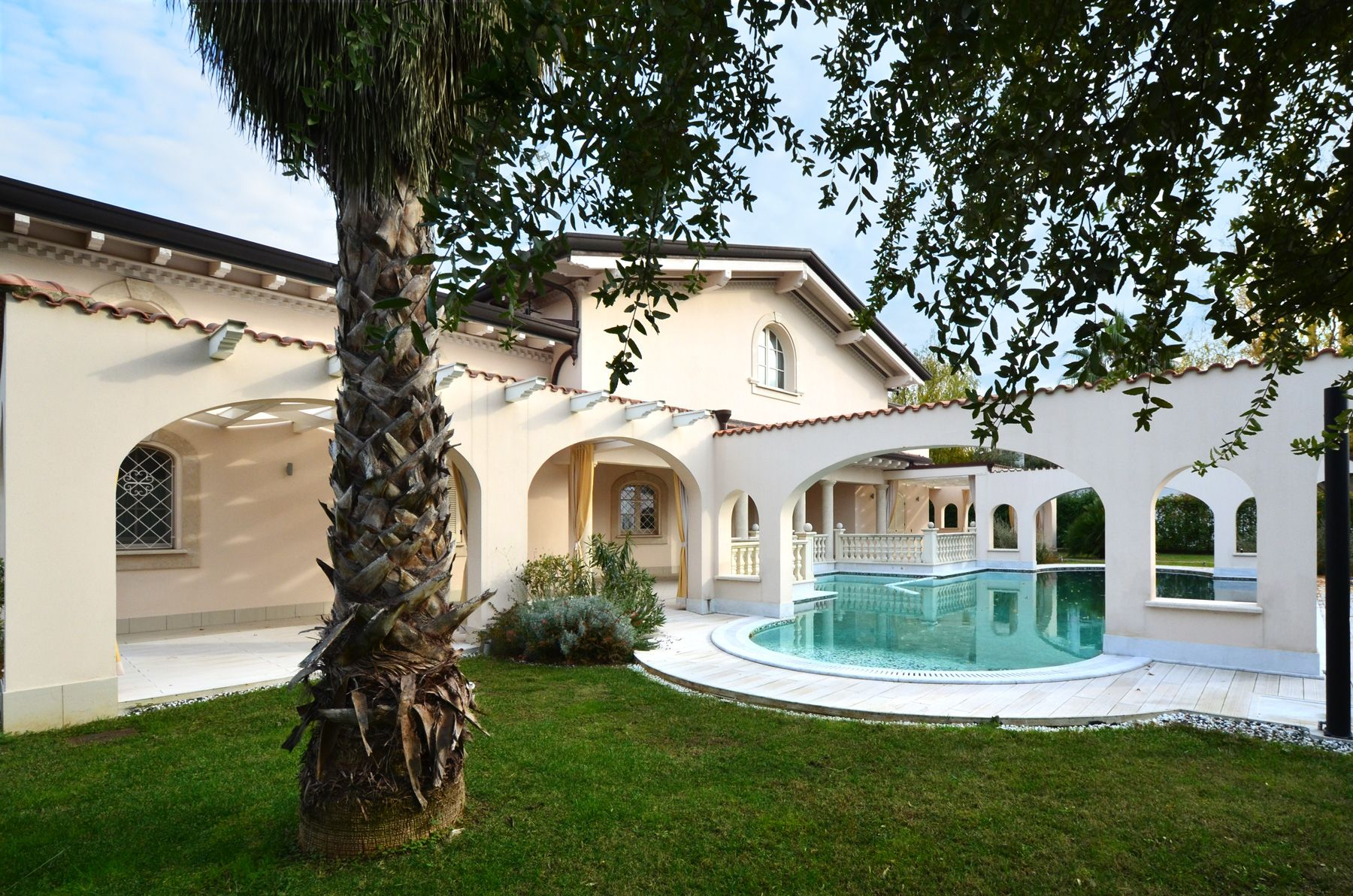 Image 2 | 7 bedroom villa for sale with 1,400m2 of land, Forte dei Marmi, Lucca, Tuscany 200509