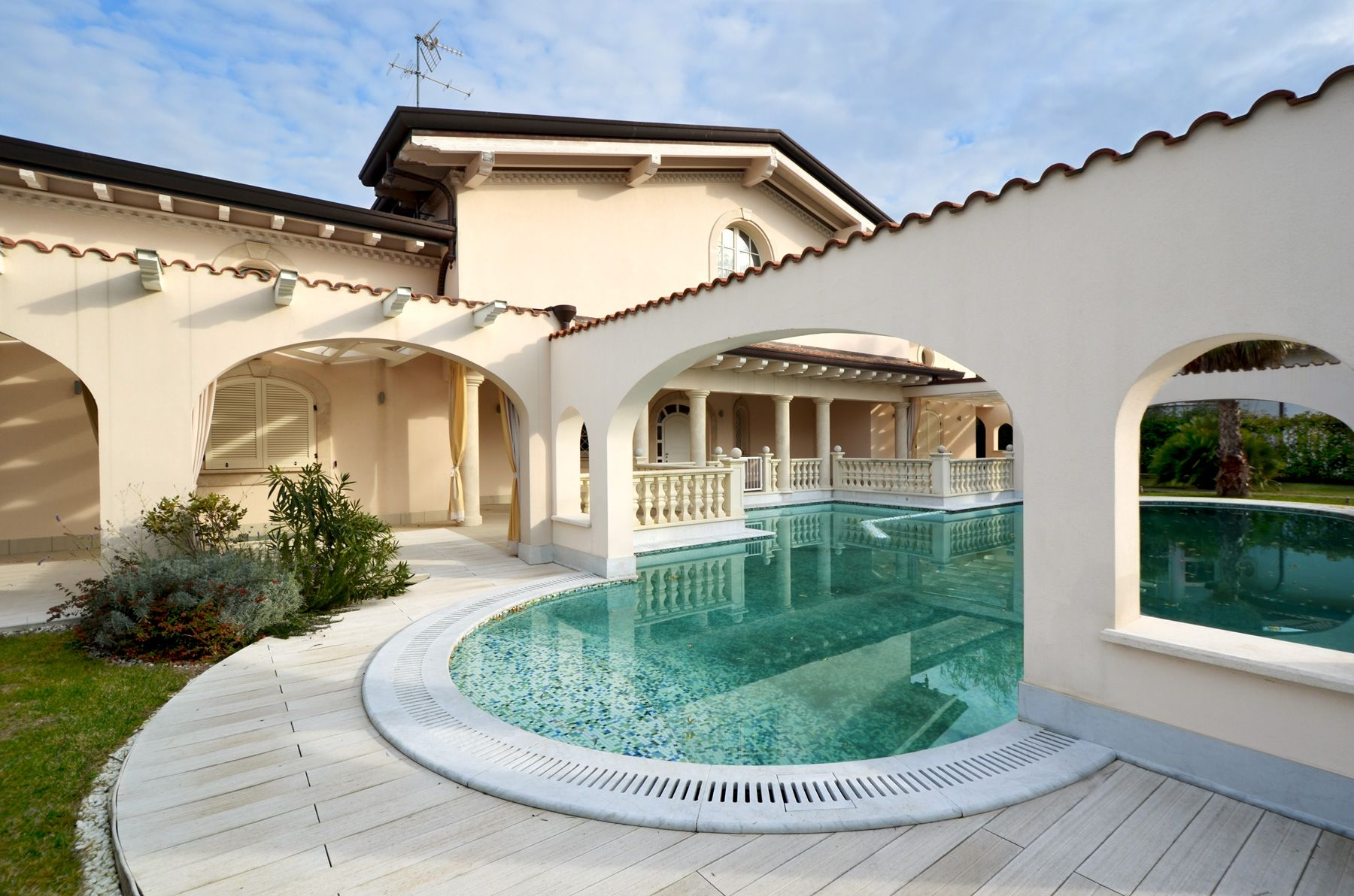 Image 26 | 7 bedroom villa for sale with 1,400m2 of land, Forte dei Marmi, Lucca, Tuscany 200509