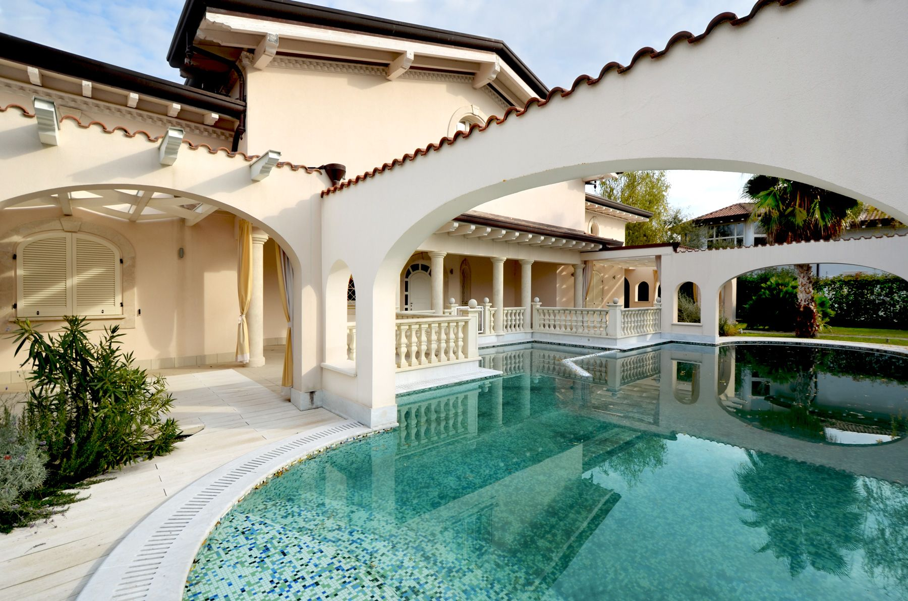 Image 3 | 7 bedroom villa for sale with 1,400m2 of land, Forte dei Marmi, Lucca, Tuscany 200509