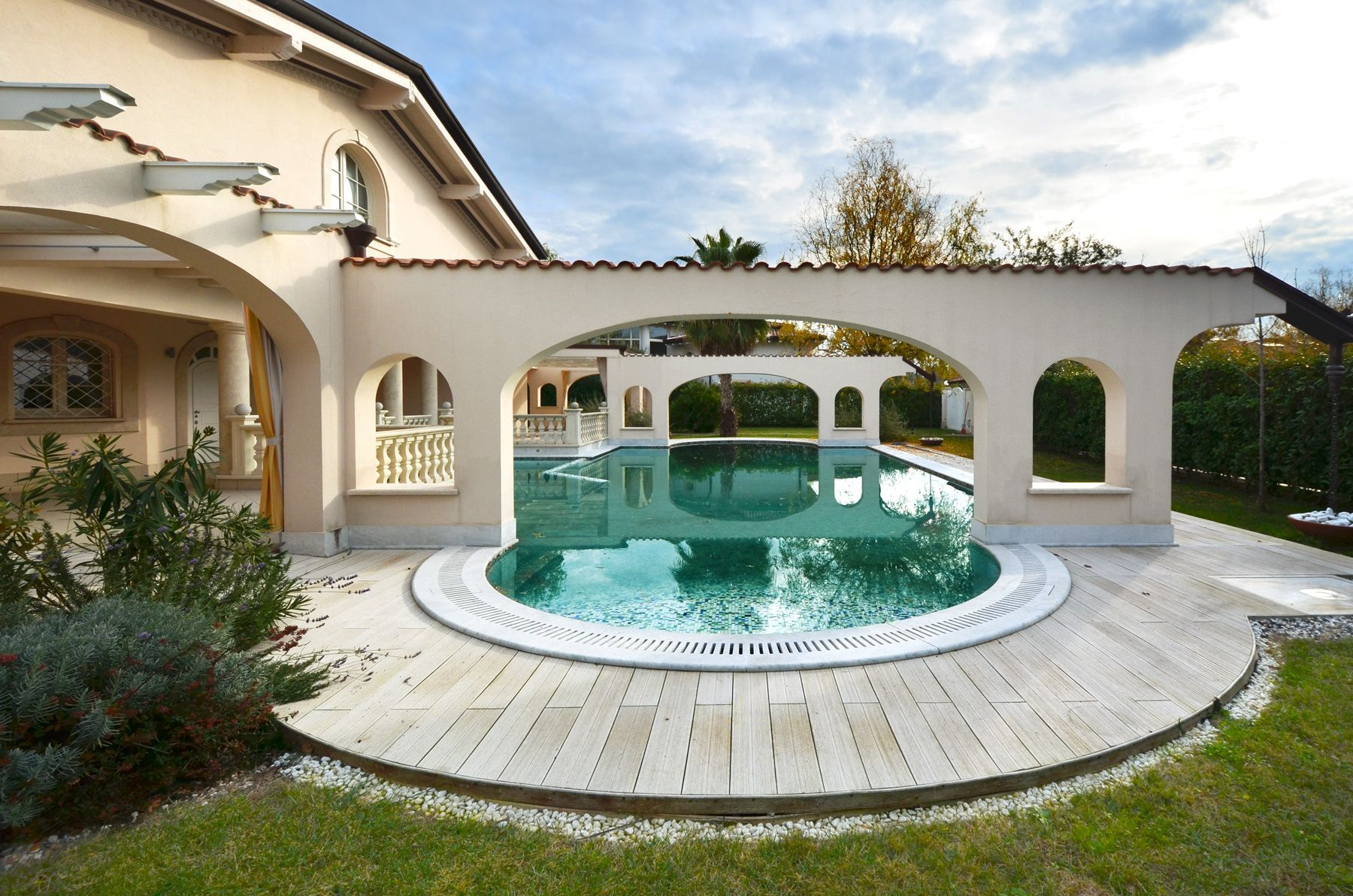 Image 4 | 7 bedroom villa for sale with 1,400m2 of land, Forte dei Marmi, Lucca, Tuscany 200509