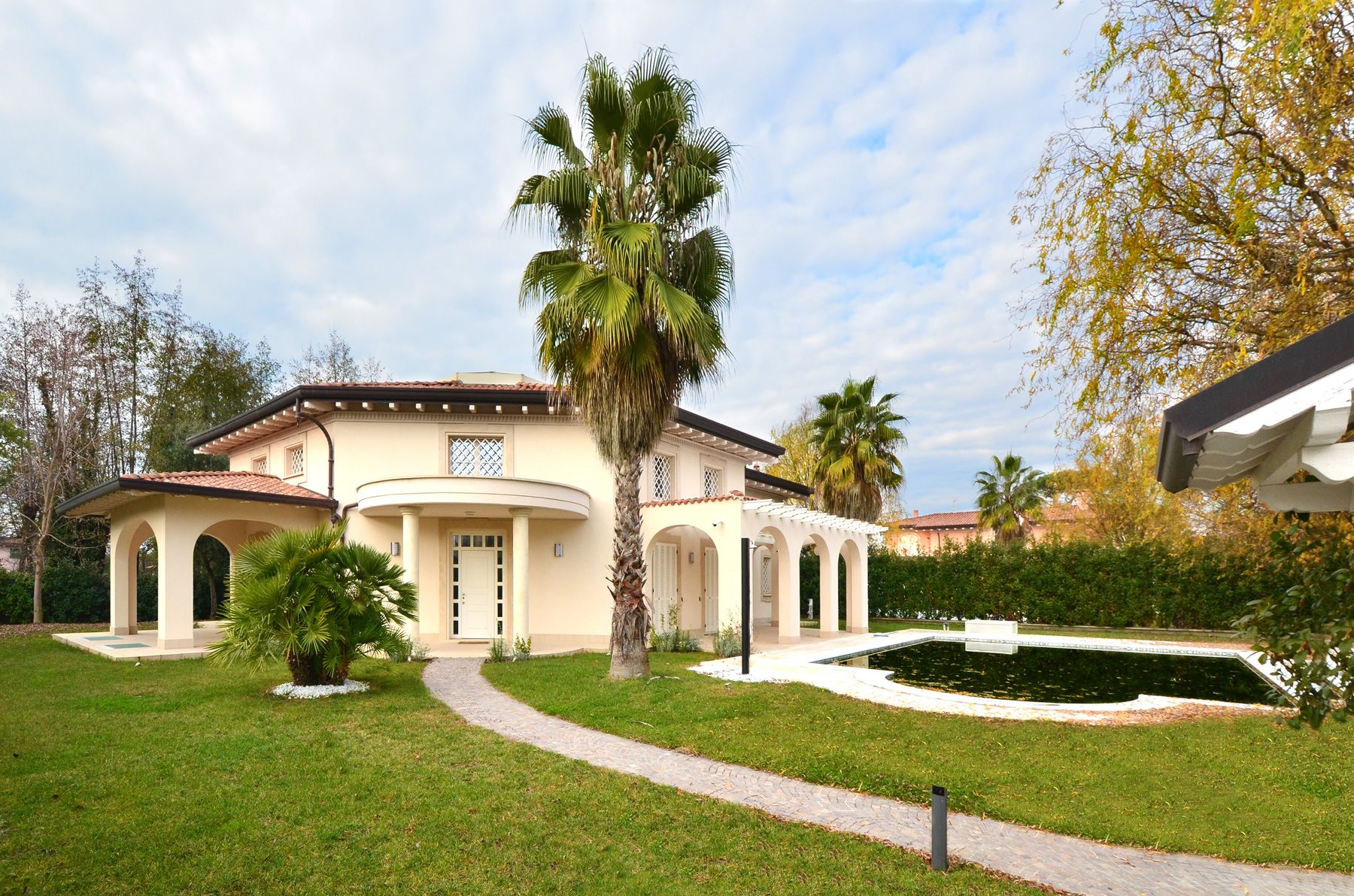 Image 1 | 8 bedroom villa for sale with 1,400m2 of land, Forte dei Marmi, Lucca, Tuscany 200510