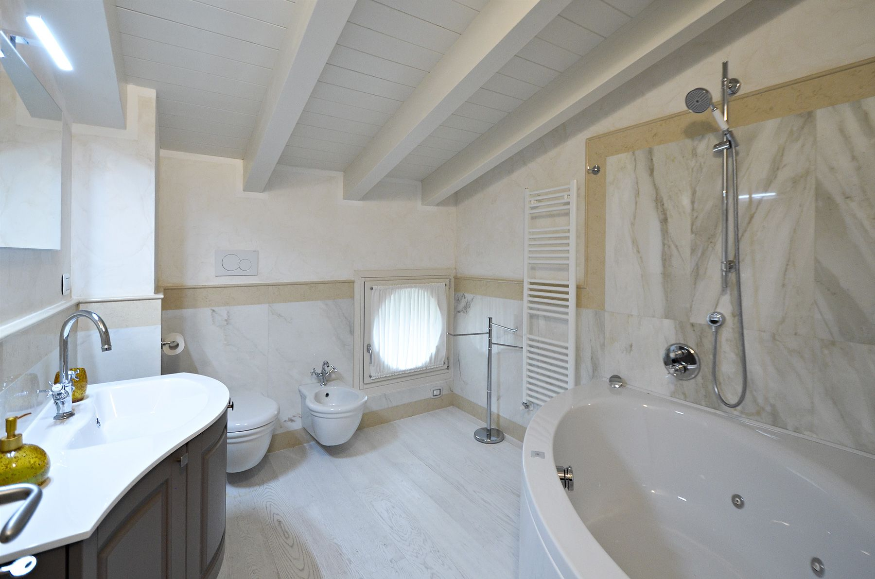 Image 25 | 8 bedroom villa for sale with 1,400m2 of land, Forte dei Marmi, Lucca, Tuscany 200510