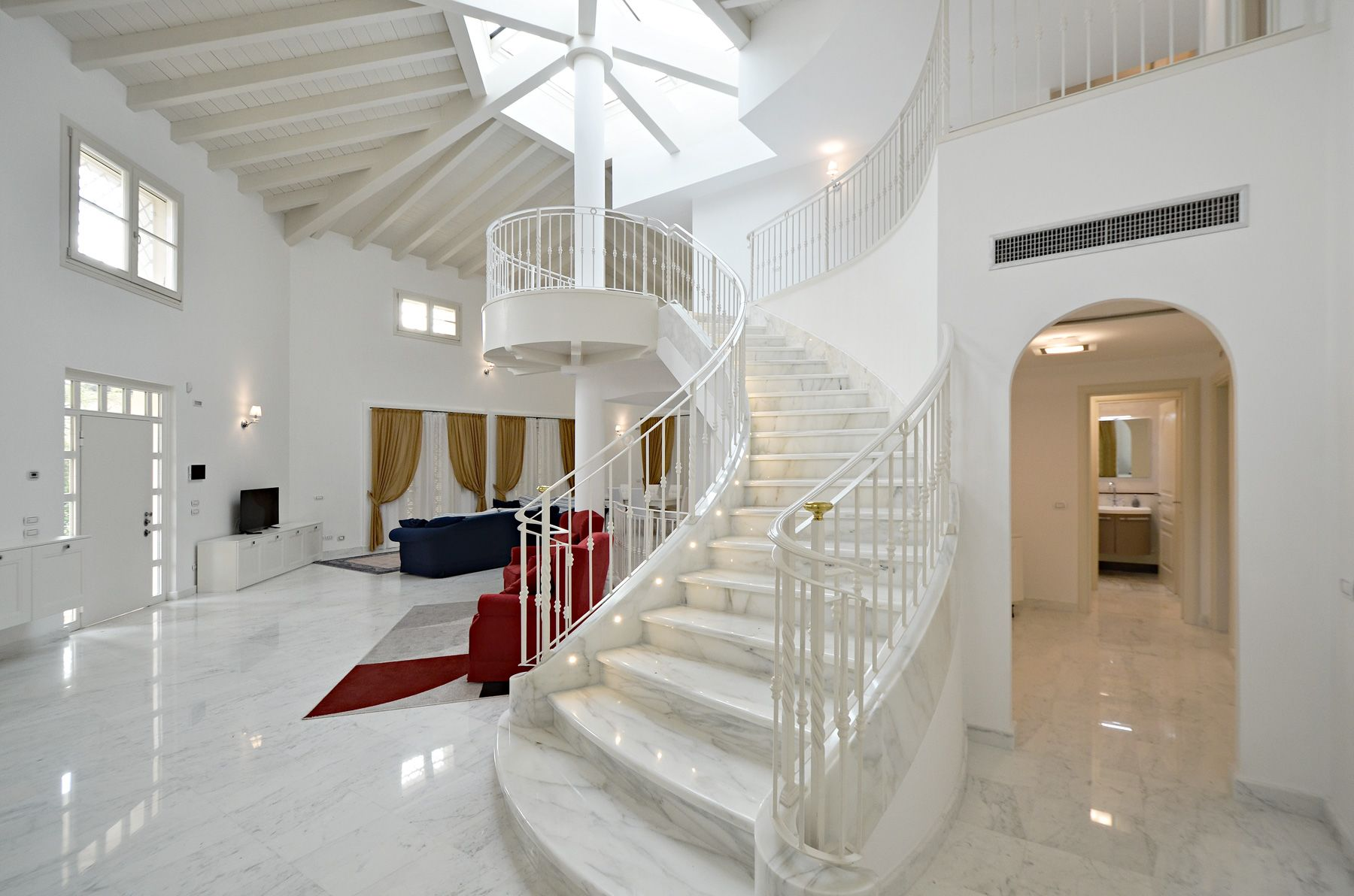 Image 3 | 8 bedroom villa for sale with 1,400m2 of land, Forte dei Marmi, Lucca, Tuscany 200510