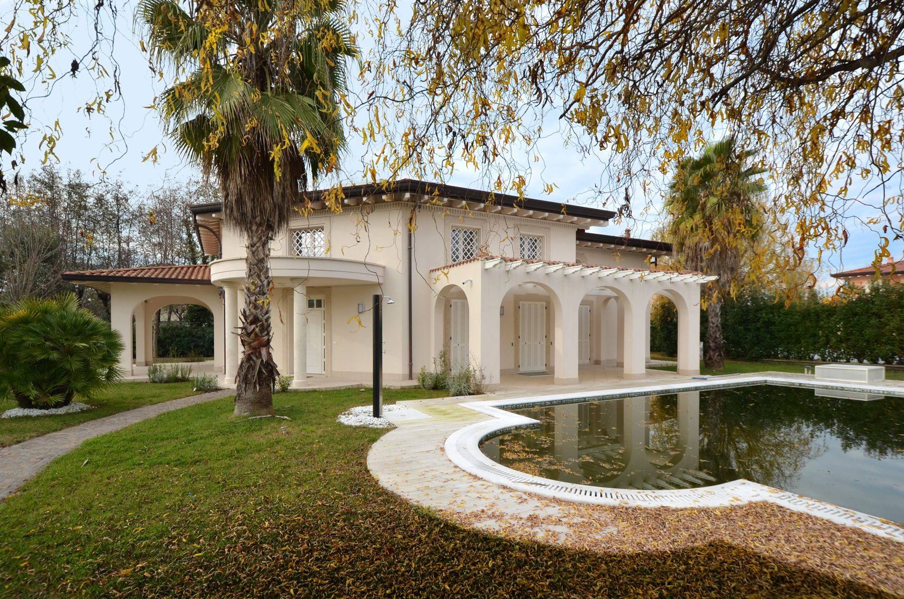 Image 4 | 8 bedroom villa for sale with 1,400m2 of land, Forte dei Marmi, Lucca, Tuscany 200510