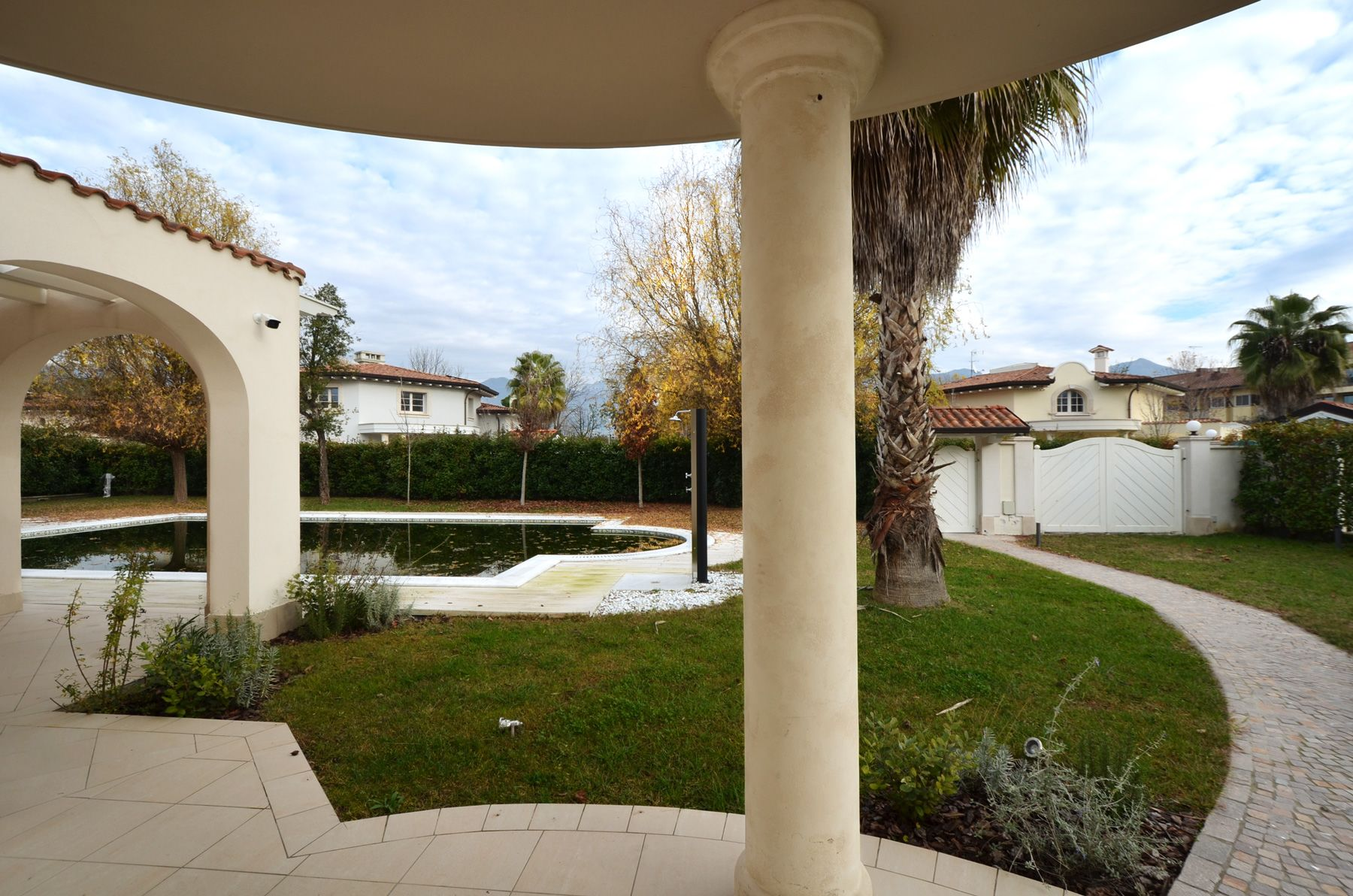 Image 5 | 8 bedroom villa for sale with 1,400m2 of land, Forte dei Marmi, Lucca, Tuscany 200510