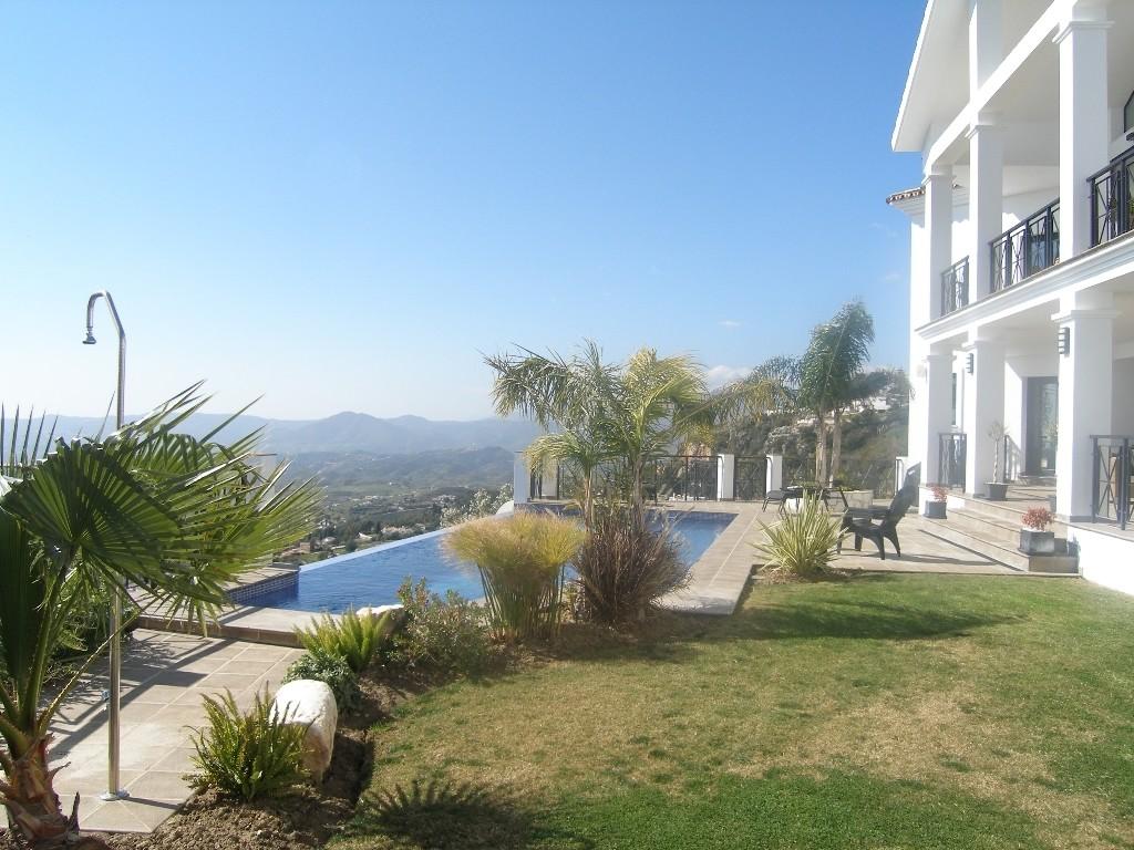 Image 3 | 4 bedroom villa for sale with 1,860m2 of land, Mijas, Malaga Costa del Sol, Andalucia 202392