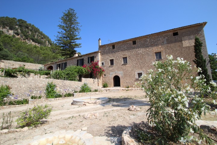 Image 1 | 10 bedroom manor house for sale with 470,000m2 of land, Esporles, North Western Mallorca, Mallorca 203054