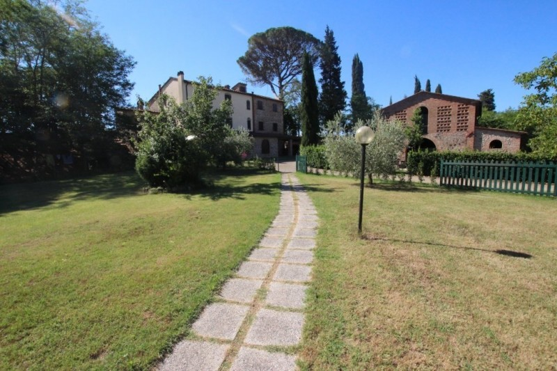 Image 10 | 8 bedroom farmhouse for sale with 1 hectares of land, Terricciola, Pisa, Tuscany 204024