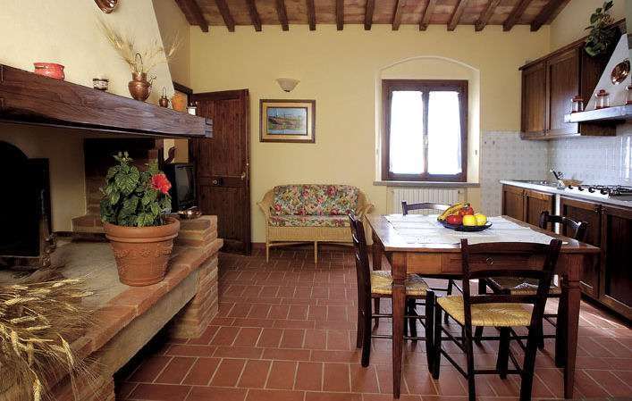 Image 3 | 8 bedroom farmhouse for sale with 1 hectares of land, Terricciola, Pisa, Tuscany 204024