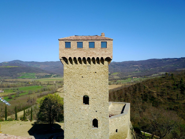 Image 2   7 bedroom castle for sale with 6,500m2 of land, Passignano sul Trasimeno, Perugia, Umbria 204441