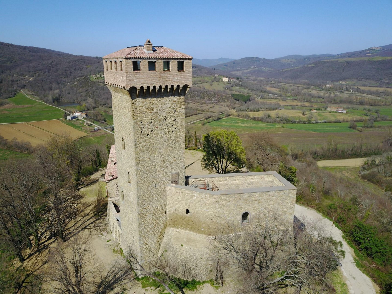 Image 3   7 bedroom castle for sale with 6,500m2 of land, Passignano sul Trasimeno, Perugia, Umbria 204441