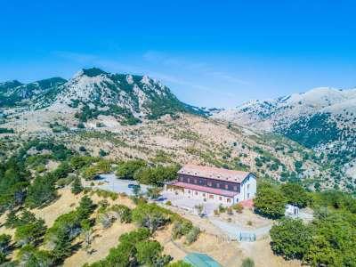 Image 10   Charming 47 bedroom Hotel in Sicily for sale Close to Skiing in Piano Battaglia 206830