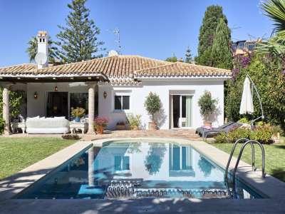 Image 2 | 3 bedroom villa for sale with 1,000m2 of land, El Paraiso Barronal, Malaga, Malaga Costa del Sol, Andalucia 207153