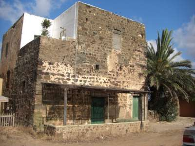 Image 1   4 bedroom villa for sale with 2,000m2 of land, Pantelleria, Trapani, Sicily 208075