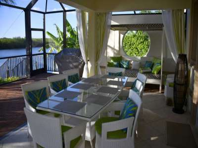 Image 2   Luxury Waterfront Villa for Sale in Cape Coral, Florida with 6 Bedrooms 208563