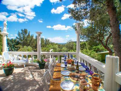 Image 2   7 bedroom villa for sale with 2,000m2 of land, Beaucaire, Gard , Provence 218009
