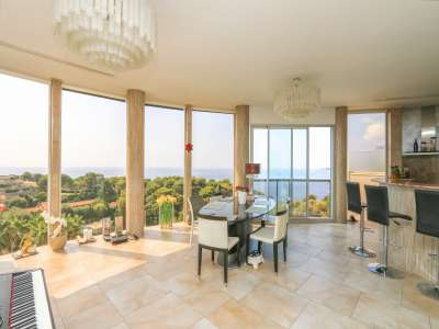 Image 1 | 2 bedroom penthouse for sale with 81m2 of land, Roquebrune Cap Martin, French Riviera 219149