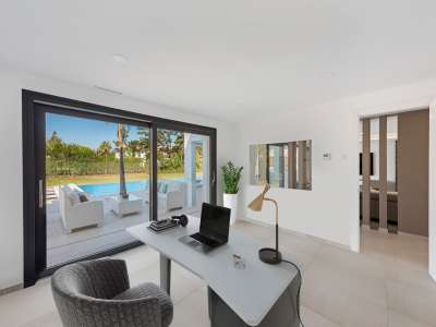 Image 13   6 bedroom villa for sale with 0.25 hectares of land, Puerto Banus, Malaga Costa del Sol, Andalucia 220018