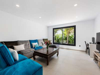 Image 14   6 bedroom villa for sale with 0.25 hectares of land, Puerto Banus, Malaga Costa del Sol, Andalucia 220018