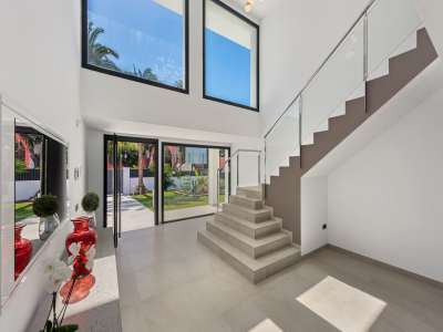 Image 16   6 bedroom villa for sale with 0.25 hectares of land, Puerto Banus, Malaga Costa del Sol, Andalucia 220018